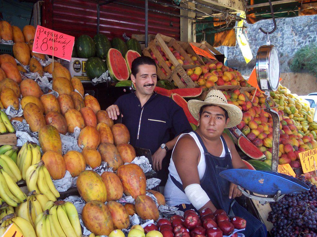 Jorge Zarza en el mercado de Cuernavaca