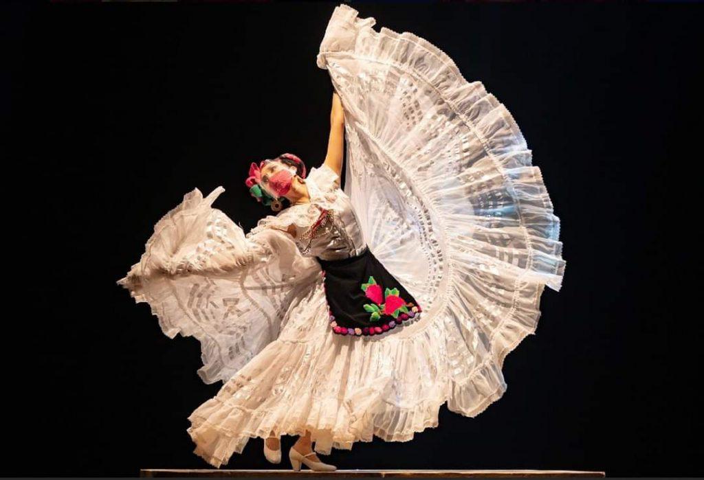Ballet Folclorico de Amalia Hernandez se presento en el Auditorio Teopanzolco